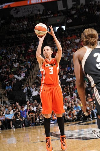 4d6f93a7a09c Diana Taurasi And Swish Cash Rockin  The Nike LeBron 8 V2 PEs At The ...