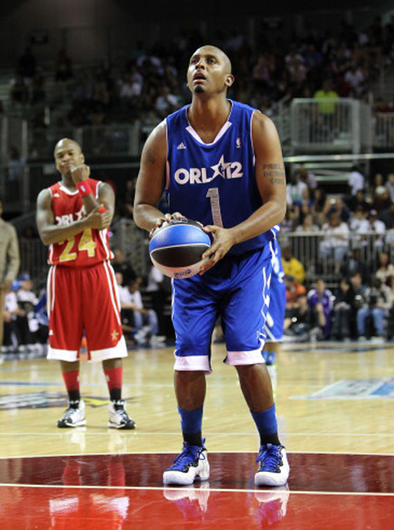 e409517c8bf ... low price kicks sightings penny hardaway spotted rockin the nike  foamposite 8a6e9 8b348