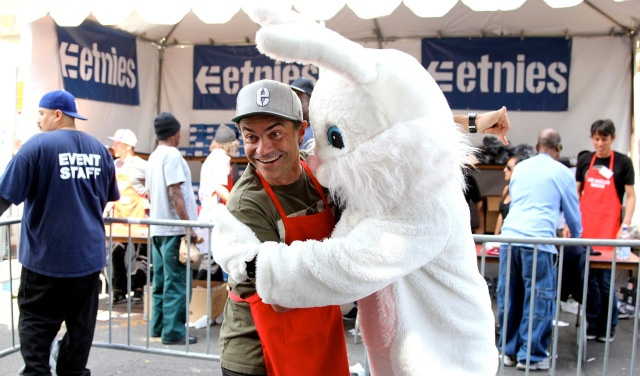 etnies_LA_Mission_Easter_2013_-_etnies_owner___CEO_Pierre-Andre_Senizergues_with_Easter_Bunny_2100x1235_300_RGB