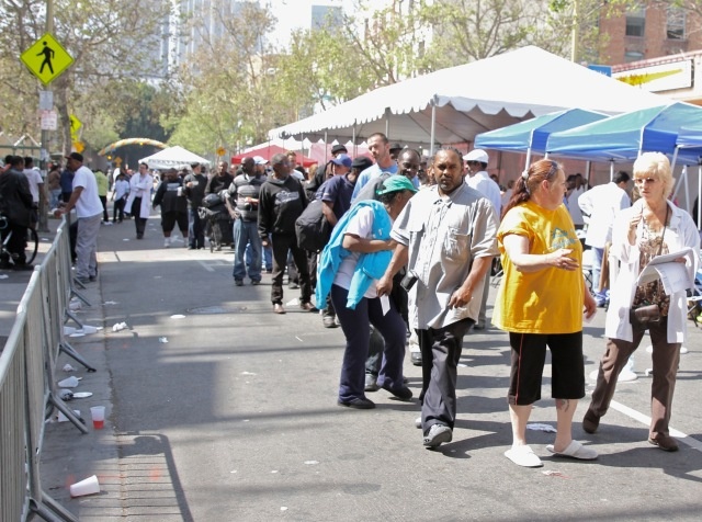 etnies_LA_Mission_Easter_2013_-_Skid_Row_s_Homeless_wait_for_event__2__2100x1565_300_RGB
