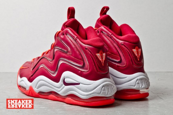 nike-air-pippen-noble-red-3-570x379