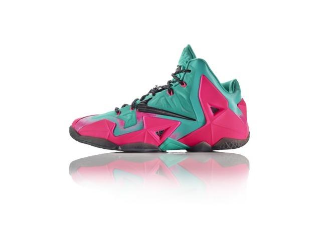 42799_217124_GDC_Sept_Nike_iD_LBJXI_Pink_LAT_spatter_24516