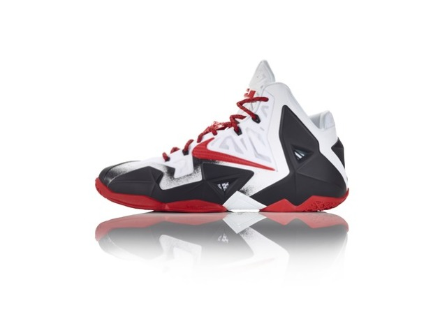 42799_217124_GDC_Sept_Nike_iD_LBJXI_WhtBlk_LAT_spatter_copy_24517