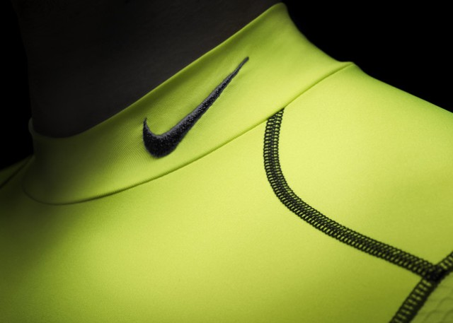 Ho13_FB_Hi-Vis_WE_NikePro_Collar_R_24561