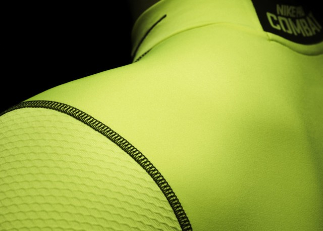 Ho13_FB_Hi-Vis_WE_NikePro_Seam_R_24560