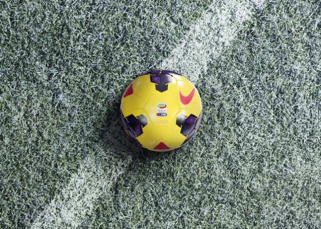 Ho13_FB_Hi-Vis_WE_Product-Laydown_SERIEA_Ball_B_24562