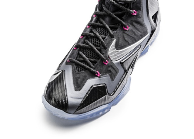 Ho13_BB_LeBron11_616175_003_toe_detail_25021