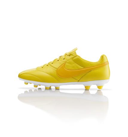 43127_223011_Global_Football_PremierFG_Base_LR_25840