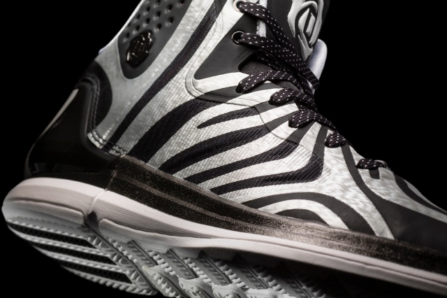 D Rose 4.5 White-White-Black Detail 1 (G99364)