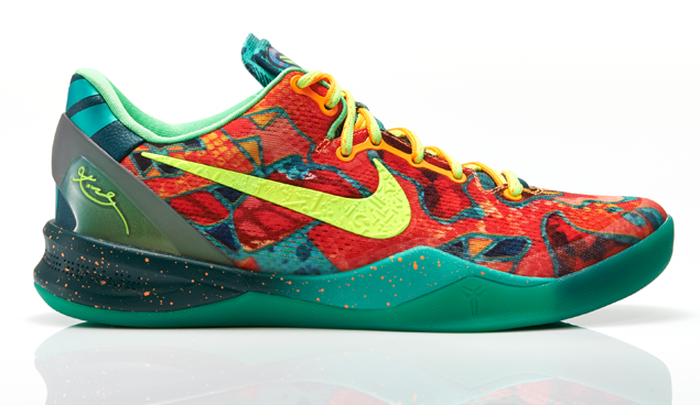 Kobe_VIII_What_The_Right_LAT_PROFILE_0317