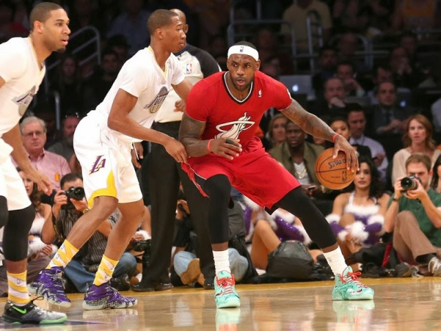 lebron_james_nba_131225_mia-at-lal-10