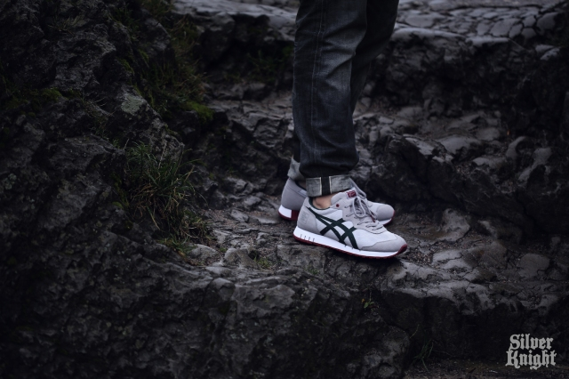 tgwo_onitsuka_tiger_silver_knight_on_feet_03