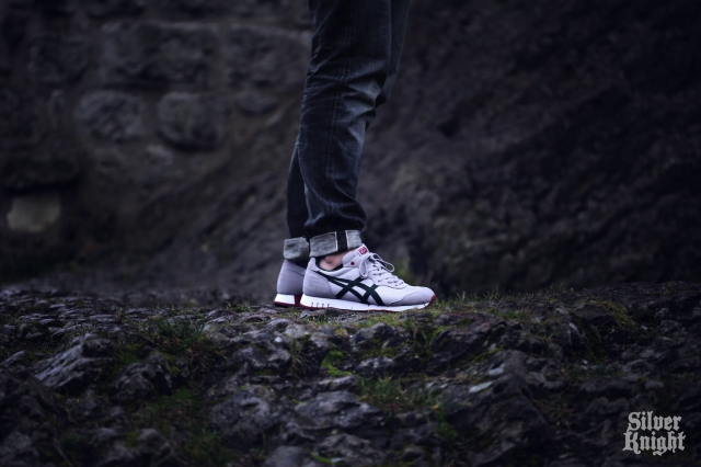 tgwo_onitsuka_tiger_silver_knight_on_feet_06
