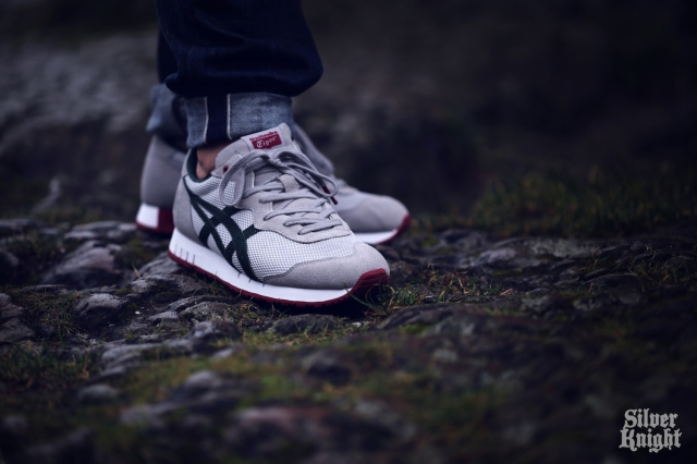 tgwo_onitsuka_tiger_silver_knight_on_feet_08