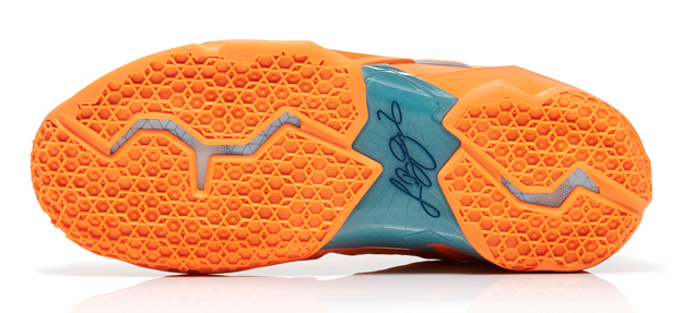 LeBron11_Miami_vs_Akron_800_outsole_13398_FB