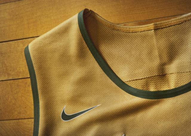 Nike_2014_NCAA_Bball_Kits_MICHgold_DET_3_V_27109