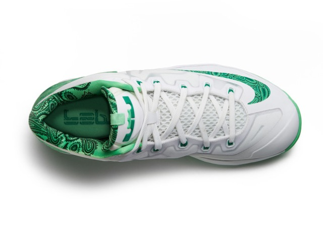 Lebron_11_Low_Easter_100_top_0227_FB_28286
